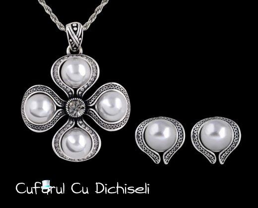 Set bijuterii mireasa, lant cu pandantiv si cercei