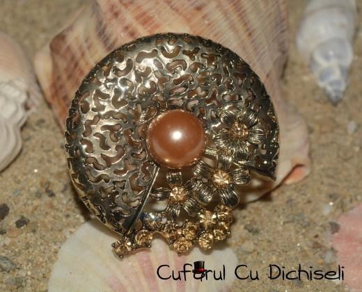 bijuterii cu strasuri, bijuterii strasuri, brosa, brosa vintage, cufarul cu dichiseli, brosa floare