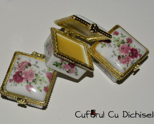 Parfum solid in cutie de portelan
