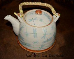 Ceainic ceramica cu infuzor.