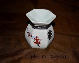 Suport aromaterapie din material ceramic.