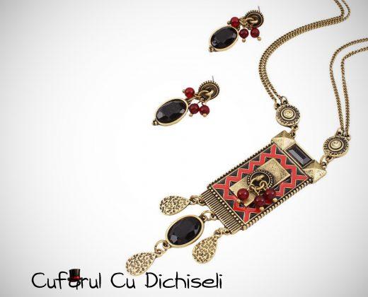 Set bijuterii etnice, lant cu pandantiv si cercei cu piatra.
