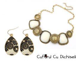 Set bijuterii vintage, cercei lacrima si colier la baza gatului.