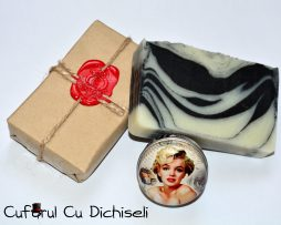 Pachet cosmetice naturale cu ulei de lavanda, sapun handmade si parfum solid.