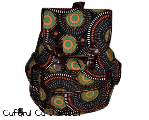 Rucsac cu motive traditionale, material panza captusita, diverse culori.