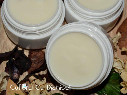 Crema de fata pentru pete, realizata exclusiv din ingrediente 100% naturale.