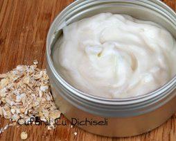 Crema de maini facuta in casa, un produs natural excelent pentru mentinerea sanatatii pielii.