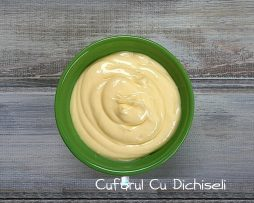 Crema cu colagen si vitamina E, special creata pentru hidratarea tenului uscat si ameliorarea imbatranirii cutanate.