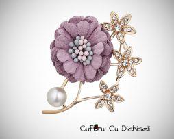 Brosa floare cu strasuri si perle