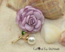 Brosa handmade din textil, perla si strasuri, diverse culori