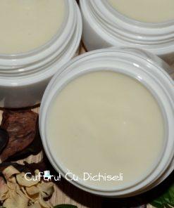 Cremă de față cu ulei de cocos, special creată pentru tenul uscat și pielea descuamată și iritată