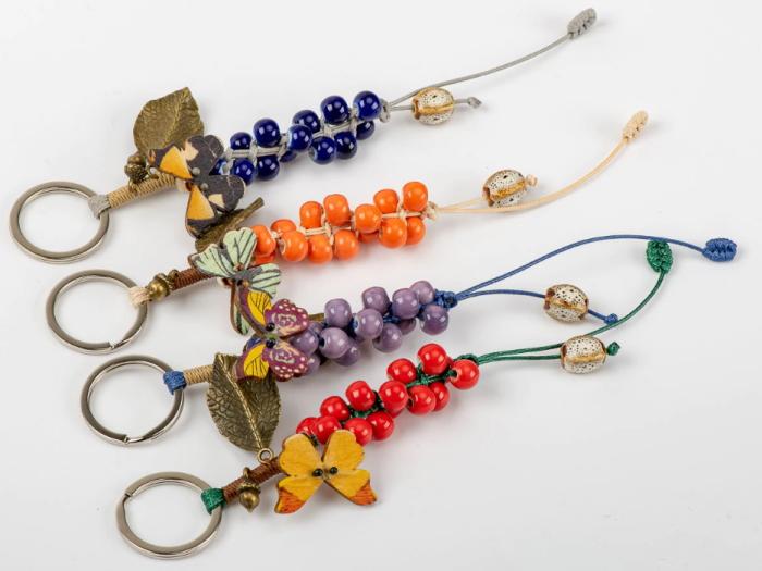 Breloc chei cu mărgele colorate și pandantiv fluture, simbolul iubirii și sufletului pereche