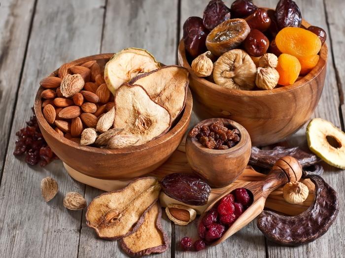 beneficiile consumului de fructe uscate