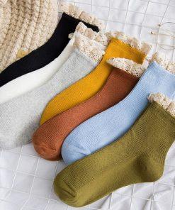 Șosete colorate din bumbac cu manșetă din dantelă