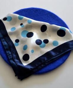 Set beretă albastră și eșarfă cu buline